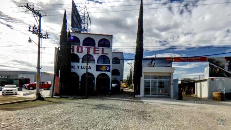 枪手闯入墨西哥饭店 洗劫绑架22名外国人