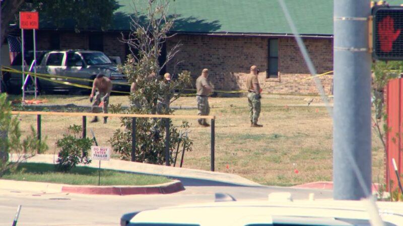 美军用教练机坠毁德州住宅区 两飞行员弹射受伤