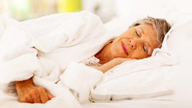 研究:老年人睡眠时长会影响大脑认知