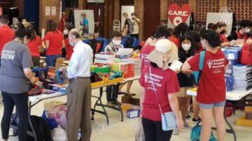 休斯顿爱心组织捐赠低贫社区小学书包文具