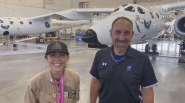 世界最年輕環球飛行者抵美 參觀維珍銀河