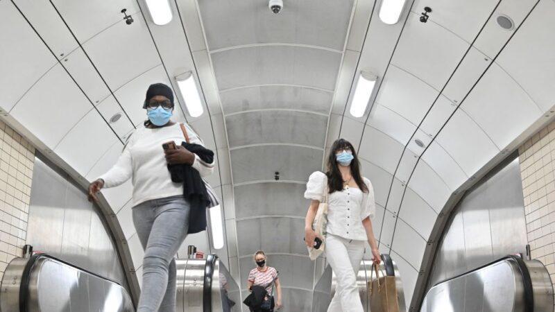 英国伦敦摔落地铁电扶梯频传 疑跟疫情有关