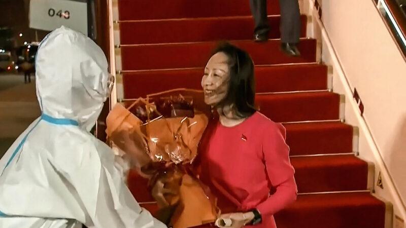 """袁斌:孟晚舟的""""中国红""""原来是美国红"""