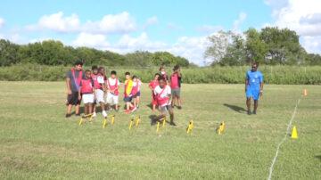 警察擔當少年橄欖球教練 培養正向發展