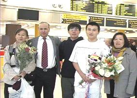 法轮功少年陈腾逃离中国抵美