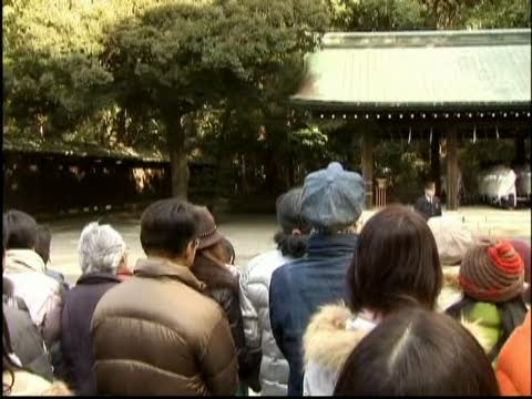 日本民眾前往神社迎接新年