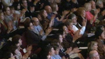 賽馬之鄉觀眾:神韻帶給人們幸福