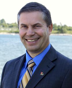 加拿大阿尔伯塔省议员保罗.欣曼祝贺神韵