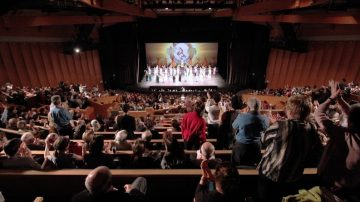 組圖:神韻法國演出爆滿 壓軸掀熱潮