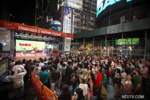 亚洲美食节时代广场晚间达到高潮