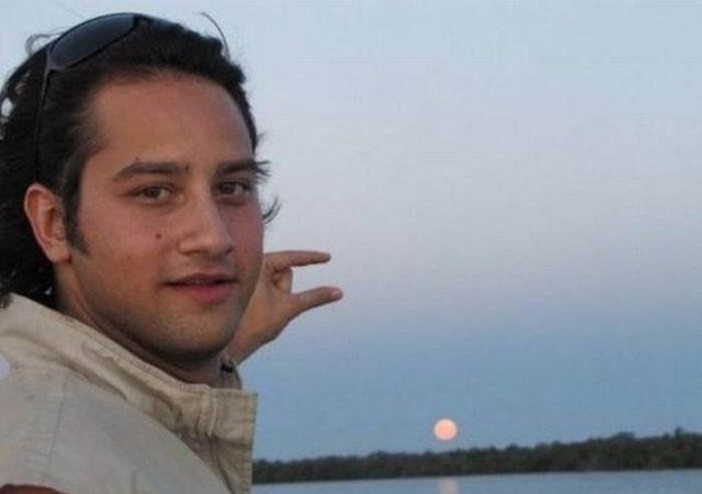 他網上求PS高手把太陽移到雙指之間 但最後的效果讓我笑噴!