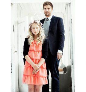 挪威一個12歲的女孩決定嫁給一位37歲的大叔,這件事瞬間激起民憤,震撼了整個挪威。但當人們知道真正的原因後,陷入了沉思