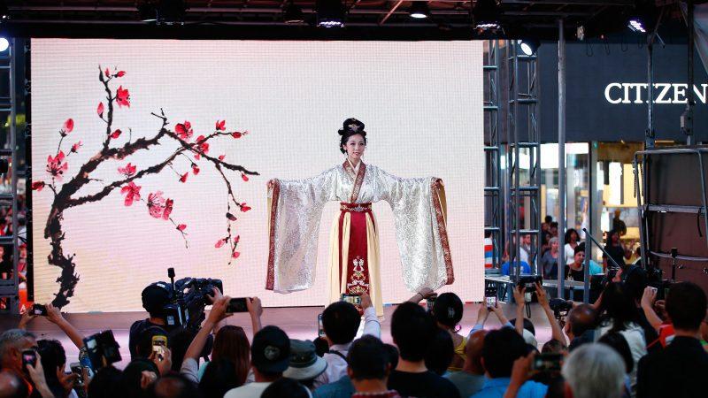【亞洲美食節】漢服韓服爭豔 觀眾大開眼界