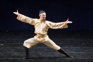 中国舞是珍宝 黄耀腾:看尽中国演变与历史