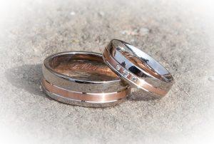 什么是爱情?三面之缘 七年等待 九年冤狱 无悔婚约