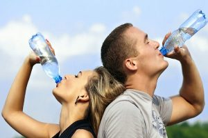 研究:餐前喝杯水 就能减肥