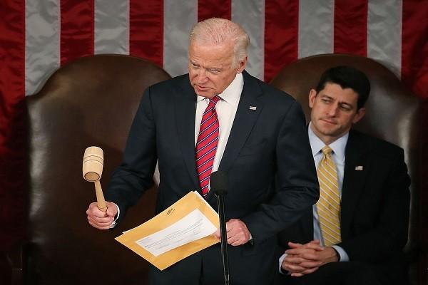 民主黨議員鬧場 拜登落槌:川普當選美國第45位總統