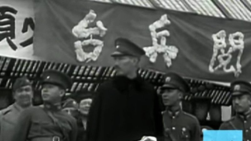 【老視頻】蔣介石黃埔軍校閱兵 張學良等隨從