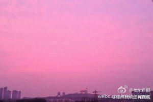 疑阴霾变种  江西现粉红天空