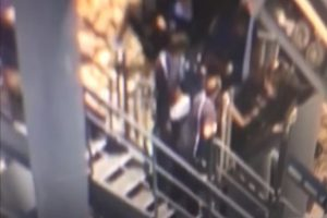 澳洲雲霄飛車卡高點 20人懸空坐兩小時
