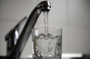 學日本人「每天空腹喝下一杯水」,一個月後身體居然產生這種變化…