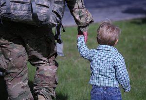 被告知孩子偷東西,這位爸爸的做法雷倒眾人,卻讓孩子感激一輩子!