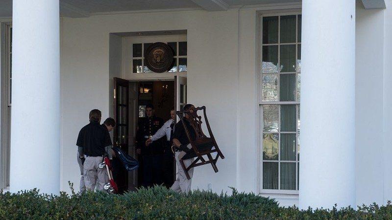 川普搬进白宫 百名工作人员6小时需搞定