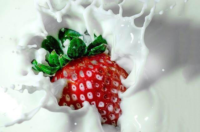 减肥的人请注意:喝全脂奶比喝低脂奶更不容易胖