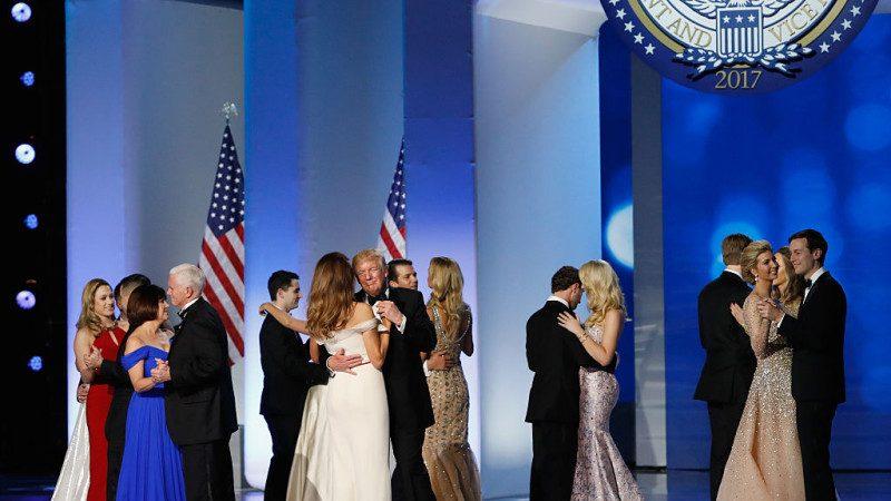 川普就职庆祝晚会 第一家庭美女盛装开舞