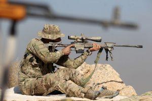 一枪击毙3名IS 英狙击手隔1800米写神奇