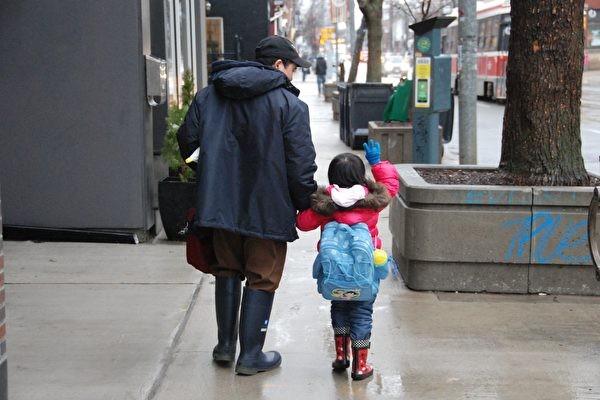 中国新移民女童疑遭校园欺凌 单亲爸爸险被诬陷成暴力家长