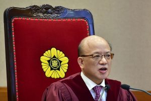 朴槿惠弹劾案现波折 承审大法官突然辞职