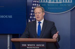 白宮:更新移民命令指引 持綠卡毋需申請豁免
