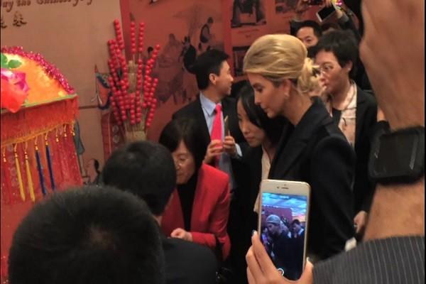 伊万卡带5岁女儿出席中共驻美大使馆晚宴
