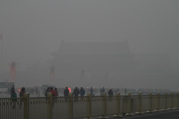華北陰霾能見度急降 北京重污染預警籲民眾留室內