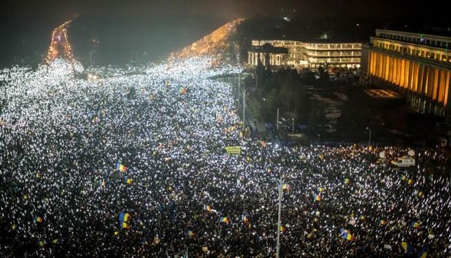 撤贪腐除罪难平民愤 罗马尼亚50万人上街头