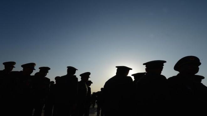 军方16名师以上军官被查 习近平重提丁盛事件警告