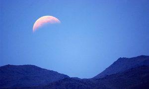 元宵节前一箭三雕 月蚀雪月彗星齐出现