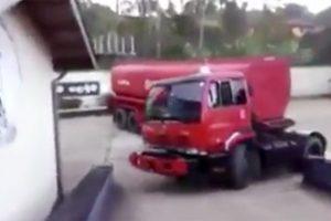 看了這個視頻才知道,原來卡車得駕駛成這樣!真開眼