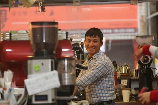 曾攻頂聖母峰3次  雪巴人來台學煮咖啡盼定居