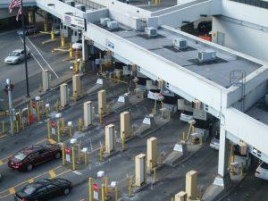 加C-23法案授权 美边境官加强盘查加拿大人