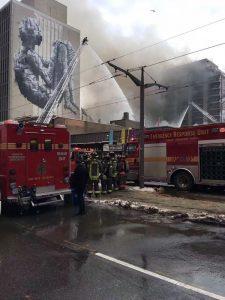多倫多發6級大火 羽毛球俱樂部坍塌