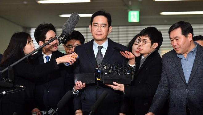 三星少主李在镕被捕 涉巨额行贿朴槿惠