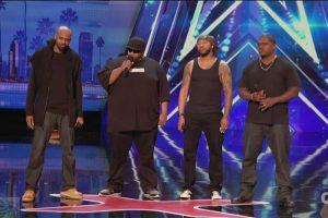 这四个人凶神恶煞般站上舞台,全场气氛都凝结了;当他们一开口,所有人都笑了