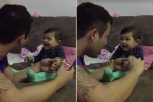 驚叫+開懷大笑!寶寶不讓爸爸剪指甲,竟然用這個方法讓爸爸肚子痛半天