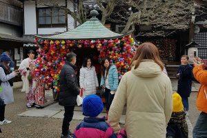 浩子带妻儿环游世界 首站日本脸书求救!