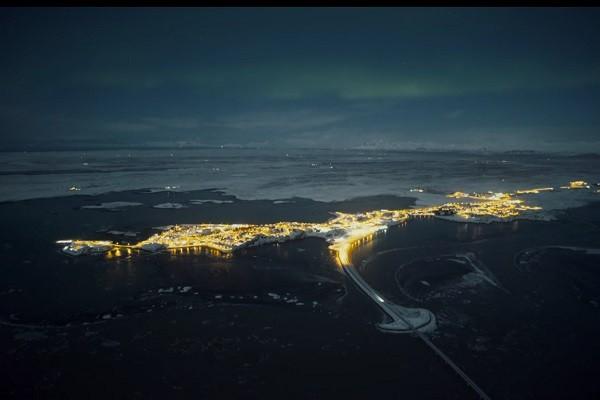 冰岛美景 山脉瀑布满月极光美得令人屏息
