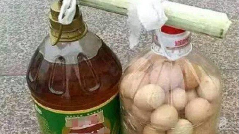 鸡蛋是怎么装进油桶的?真是太有智慧了!