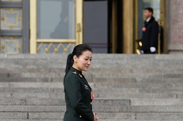 轉業了?譚晶軍隊人大代表資格罕見轉為雲南省