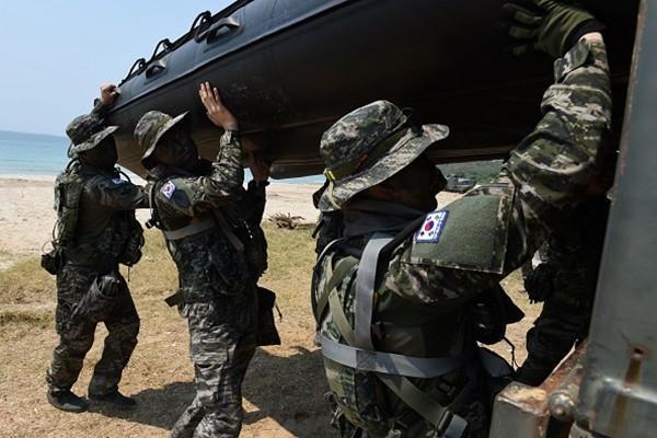 """韩美""""秃鹫""""联合军演登场 规模超前"""